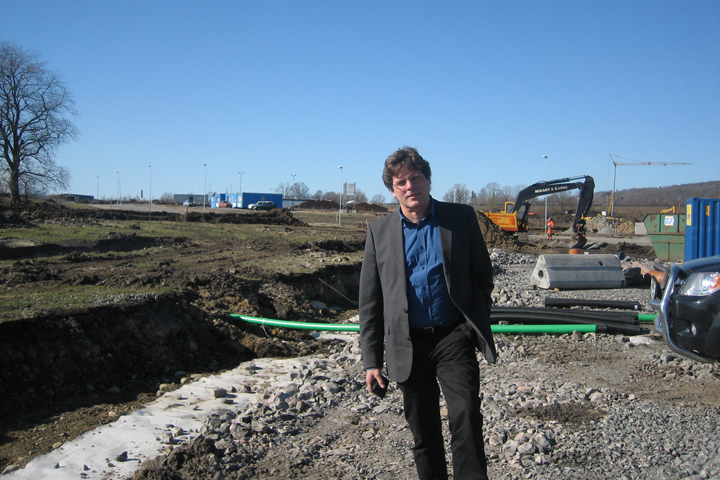 Dirk Harmsen in front of a construction site, where a new dryport is built to service the Port of Gothenburg.